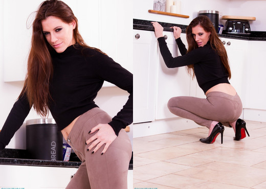 Becky Perry - Becky Kitchen - Skin Tight Glamour - Solo Image Gallery