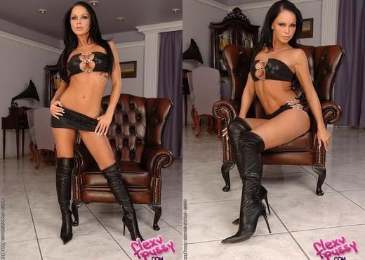 Christina Bella - Flexy Pussy - Toys TGP