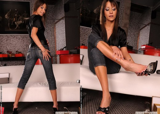 Aiden - Footsie Babes - Feet HD Gallery
