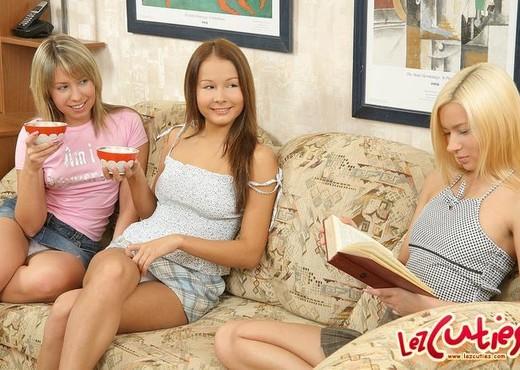 Horny Lesbian Threesome with Breana, Aliza & Bailey - Lesbian Nude Pics