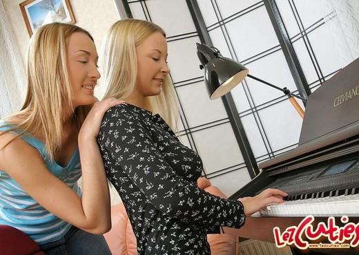Horny Lesbians Niki & Marika - Lez Cuties - Lesbian HD Gallery