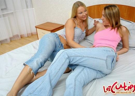 Lesbian Sex with Niki & Marika - Lez Cuties - Lesbian Picture Gallery