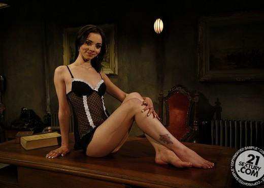 Kathia Nobili, Jeanine Hot - BDSM Image Gallery