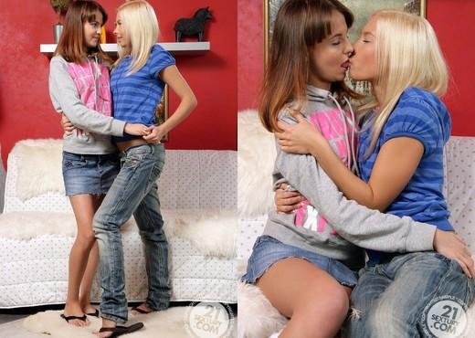 Lisa, Abia - 21 Sextury - Lesbian Nude Pics