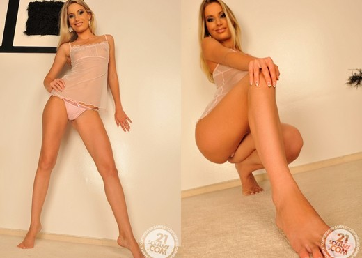 Marilyn - 21 Sextury - Feet Sexy Photo Gallery