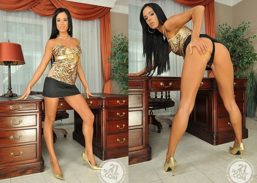 Ashley Bulgari - 21 Sextury - Toys Nude Pics