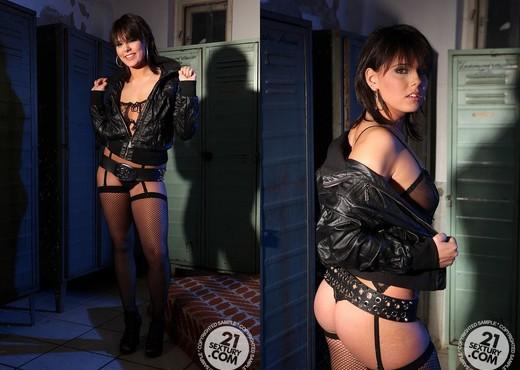 Kathia Nobili, Memphis - BDSM HD Gallery