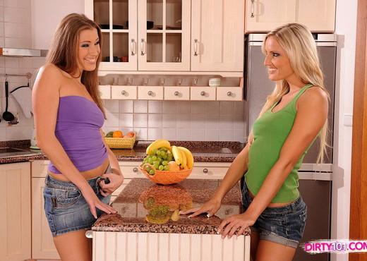 Eliska & Neilla Eating Pussy - Lesbian Hot Gallery