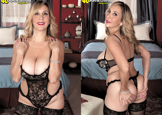 Sophia Jewel - Damn Impressive For A First Time! - MILF Sexy Gallery