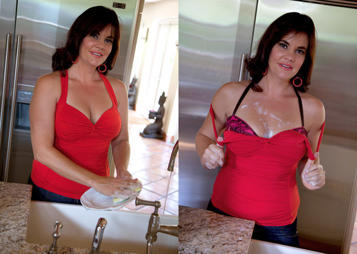 Victoria Miller - Dirty Dishes - Naughty Mag - Amateur Image Gallery