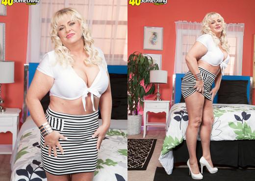 Mia Monroe - Rocked By A Big, Black Cock - 40 Something Mag - Interracial TGP