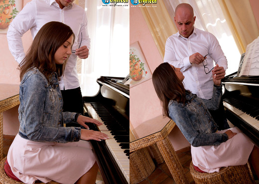 Foxy Di - Pounding On The Piano - 18eighteen - Teen Picture Gallery