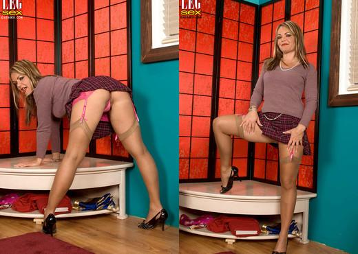 Kelly Leigh - Serious Panty Offense - Leg Sex - Feet HD Gallery