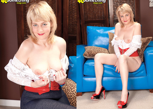 Dixie Reynolds - Horny Housewife - 40 Something Mag - MILF Hot Gallery