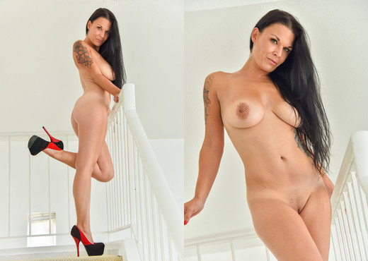 Veronica - Showing Some Leg - FTV Milfs - MILF Nude Pics