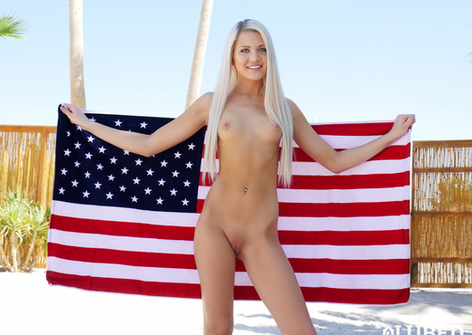 Ashlee Mae - Oiled Independence Day - Lubed - Hardcore Image Gallery