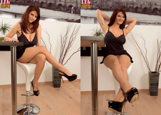 Vanessa Y. - Busy Bombshell - Leg Sex - Feet Hot Gallery