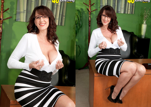 Cassie Cougar - Cassie Takes The Big One - 40 Something Mag - MILF Sexy Gallery