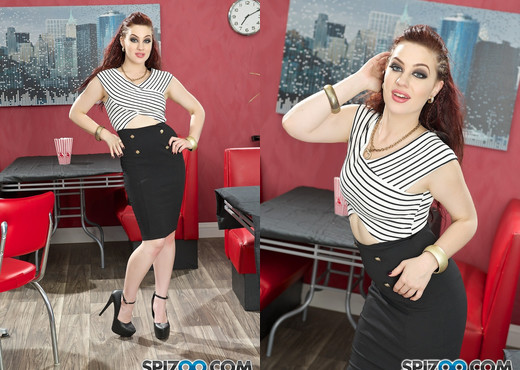 Jessica Ryan Smoking Fetish - Spizoo - Solo Picture Gallery