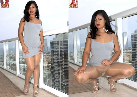 Isabella de la Cruz - Lustrous Latina - Leg Sex - Feet Nude Pics