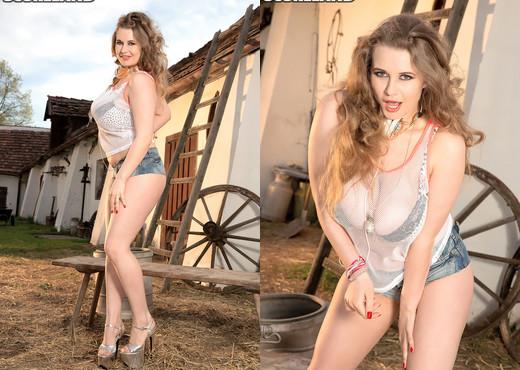 Larissa Linn - Her Body Calls You - ScoreLand - Boobs Nude Gallery