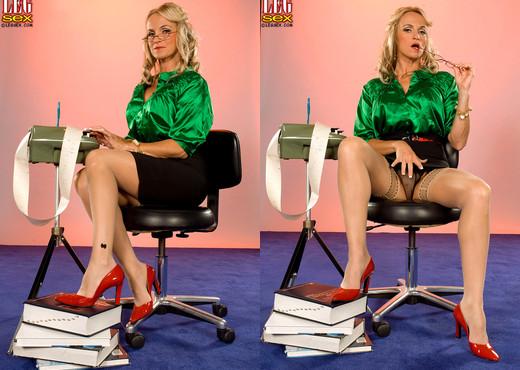 Dani Dare - Dirty Pictures - Leg Sex - Feet Nude Pics