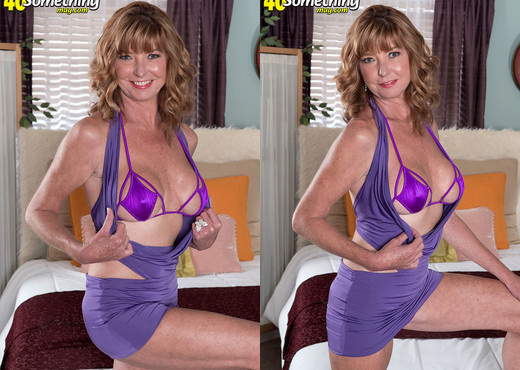 Dee Delmar - Dee's Cunt And Asshole Show - 40 Something Mag - MILF Sexy Gallery