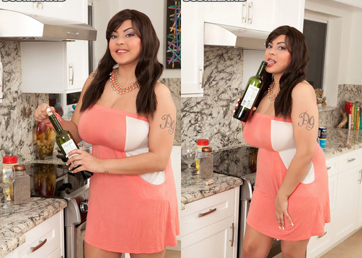 Cat Bangles - Cat Heats Up Any Kitchen - ScoreLand - Boobs Sexy Photo Gallery
