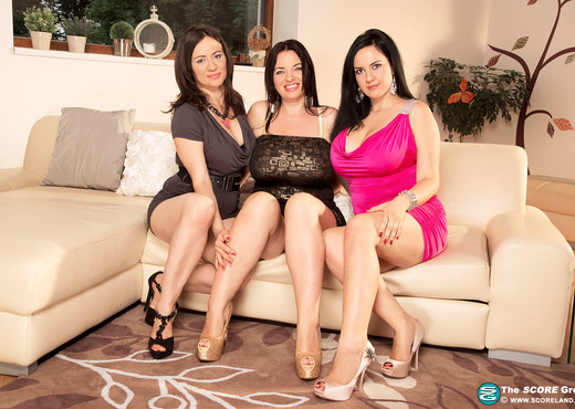 Amorina, Roxanne Diamond, Joana - Girls Who Love Girls - Boobs Porn Gallery