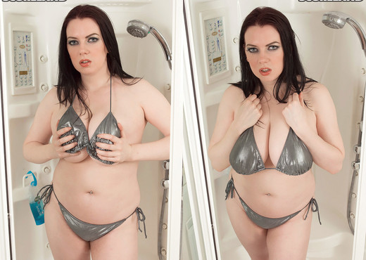 Emily Cartwright - Showering Bra-buster - ScoreLand - Boobs Porn Gallery