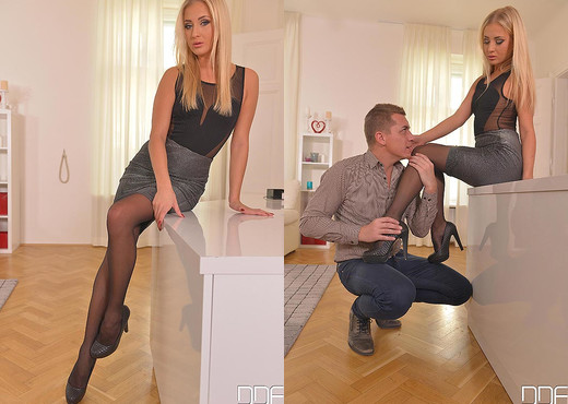 Flexible Distraction - Foot Fetish Lover Licks Babe - Hardcore Image Gallery