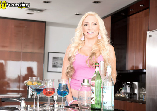 Natalia Bartends For Tips And The Whole Shaft - MILF Sexy Photo Gallery