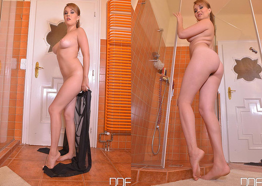 Steamy Shower Moments - Sexy Russian's Foot Fetish - Solo HD Gallery