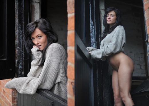 Tess - Girlfolio - Solo Nude Gallery