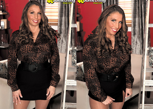 Stacie Starr - Stacie Wants To Be A Star - 40 Something Mag - MILF Picture Gallery