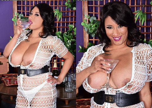 Danni Lynne - Danni's Happy Hour - ScoreLand - Boobs Sexy Photo Gallery