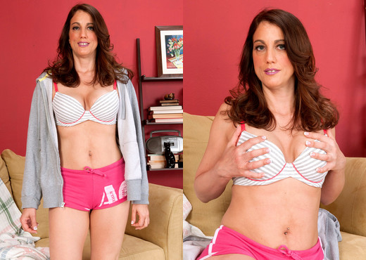 Stella Rose - A Big-time Cougar - Naughty Mag - Amateur Picture Gallery