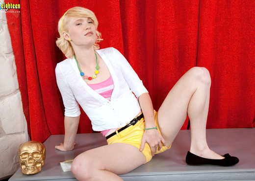 Lila Rose - Show Off - 18eighteen - Teen Sexy Photo Gallery