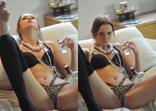 Chloe Smith - Girlfolio - Solo Sexy Gallery