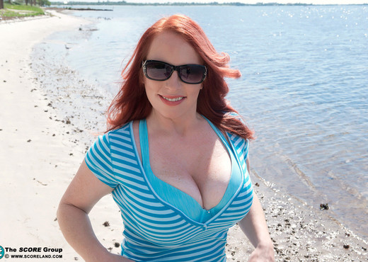 Red Vixen - Beach Boobs - ScoreLand - Boobs Nude Pics