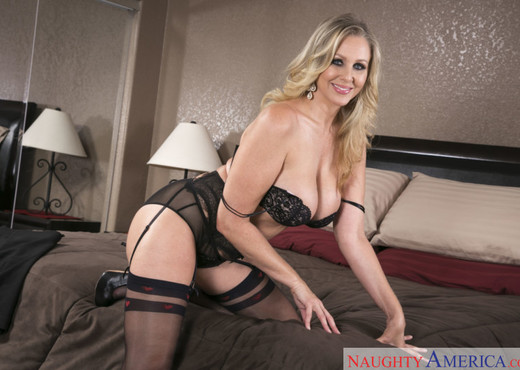 Julia Ann - Seduced By A Cougar - MILF Nude Pics