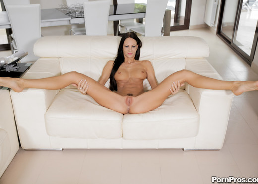 Eveline Neil - Working Her Vibrator - Real Ex Girlfriends - Hardcore Nude Pics