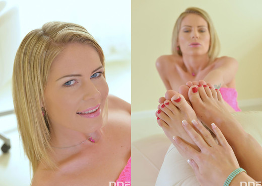 Two Girls, One Desire: Blondes Indulge Toes in Pussies - Feet Picture Gallery