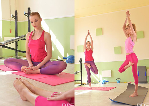 Toe Sucking Practices: Yoga Threesome Porn For Foot Lovers - Hardcore Picture Gallery