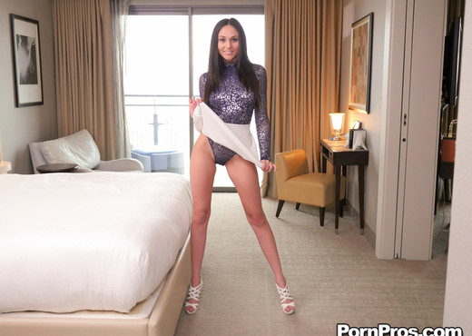 Ariana Marie - Facial Massage - Massage Creep - Hardcore Image Gallery