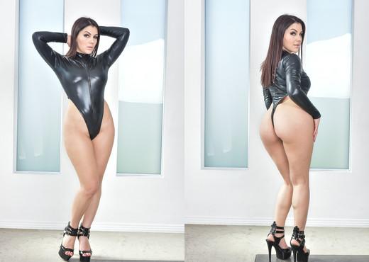 Valentina Nappi - HardX - Hardcore Nude Gallery