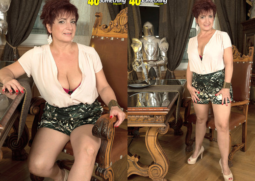 Jessica Hot - The Busty Divorcee Is Hot - 40 Something Mag - MILF Nude Pics