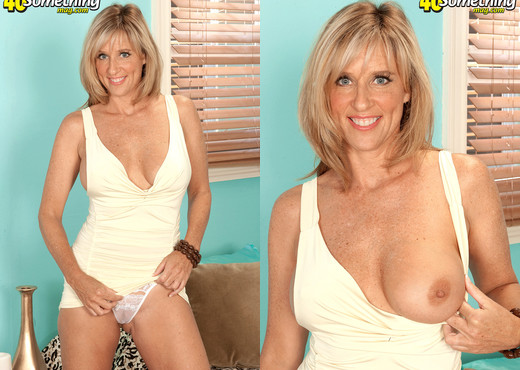 I'm from Vegas. When it comes to sex, I'm all-in! - MILF Picture Gallery