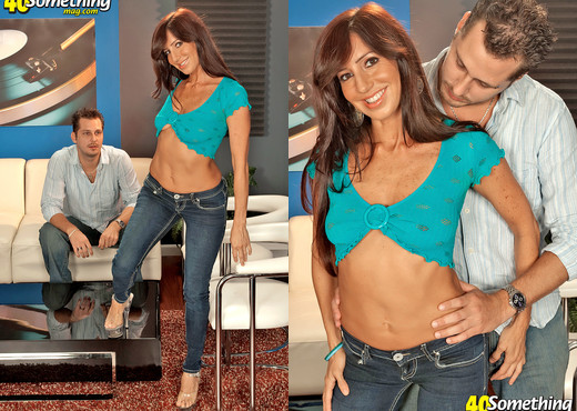 Theres A Lot To Like About Tara White - 40 Something Mag - MILF TGP