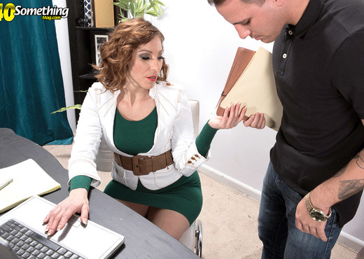 When The Boss Says, Fuck Me! Youd Better Fuck Her - MILF Hot Gallery